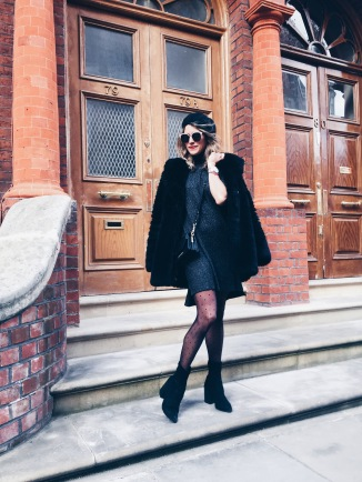 Coat: Zara, Dress and Shoes: Asos, Tights: Calzedonia, Bag: Karl Lagerfeld, Sunglasses: Dior, Beret: Topshop, Watch: Waldor & Co.